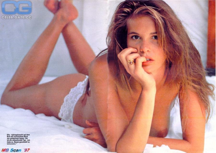 Elle Topless photo 17