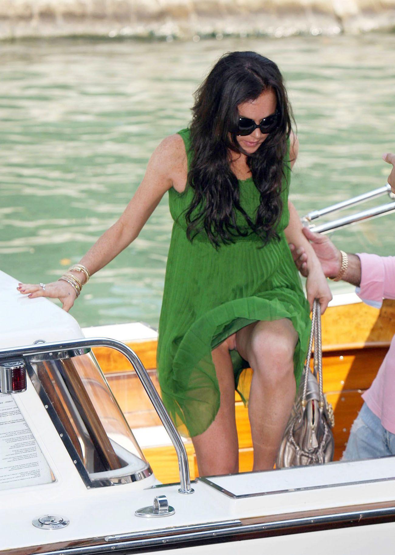 Lindsay Lohan Upskirt photo 16