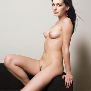 Anne Hathway Naked photo 1