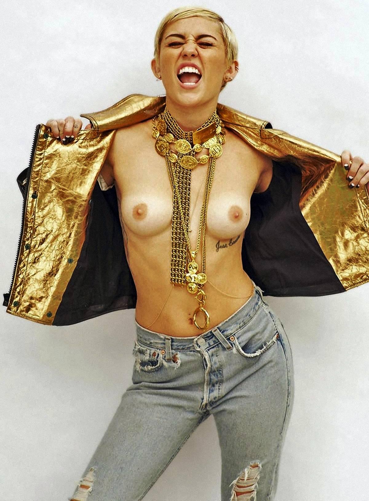 Mileys Tits photo 9