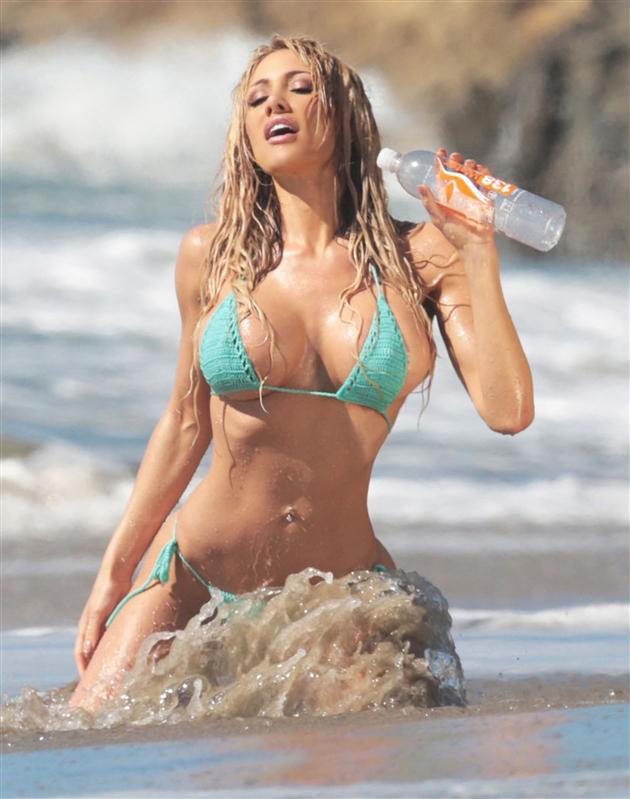 Dalia Elliott Hot photo 11