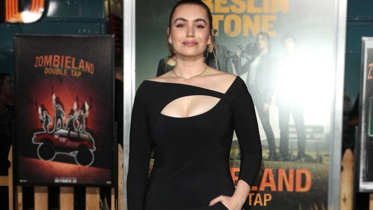 Sophie Simmons Curves photo 1