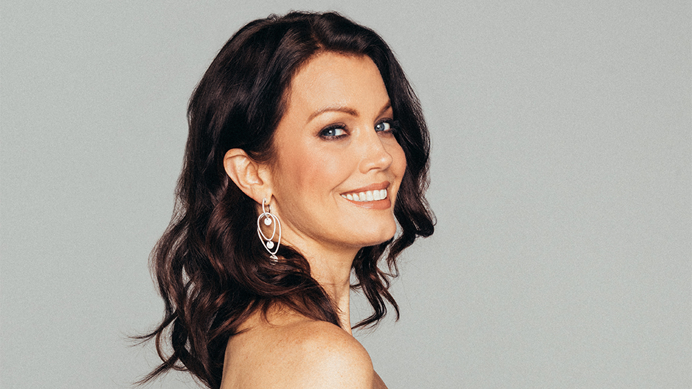 Bellamy Young Sexy photo 9