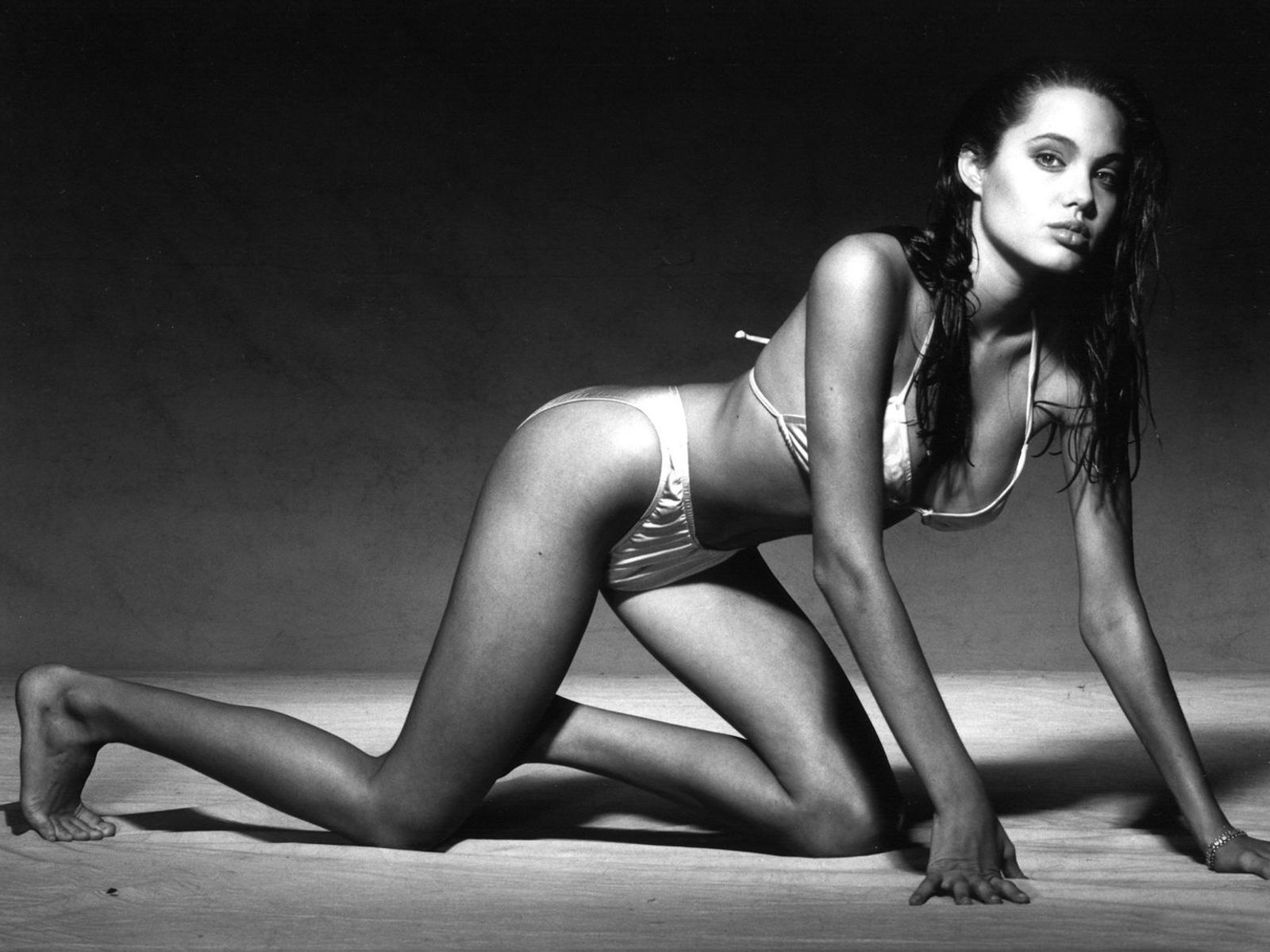 Angelina Jolie Hottest Pics photo 12