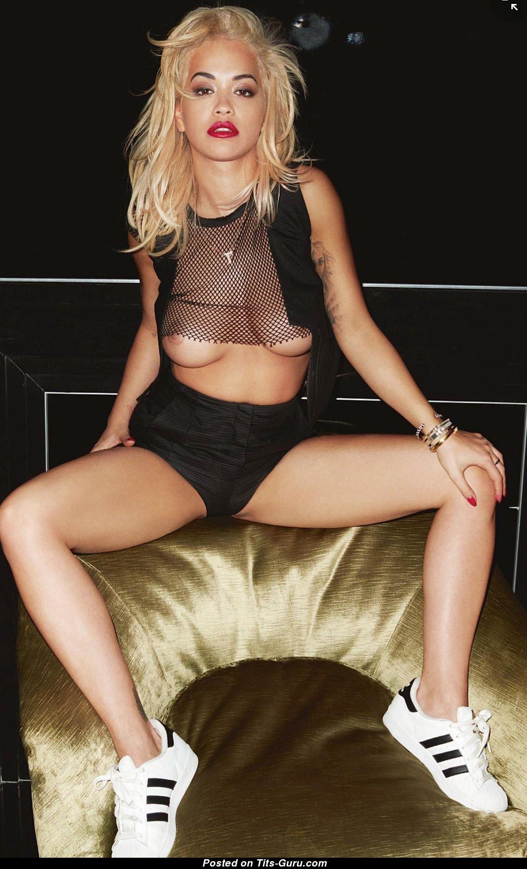 Rita Ora Nuda photo 1