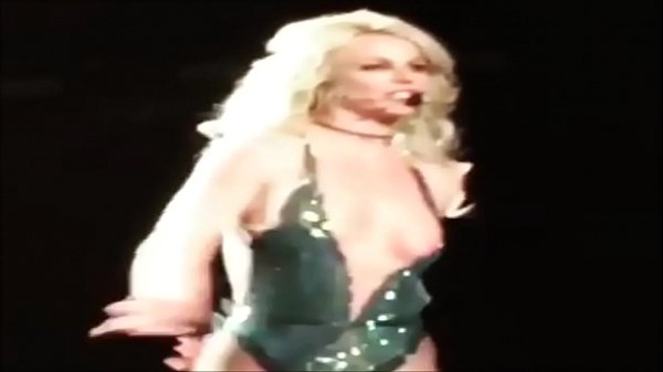 Britney Spears Tits Out photo 12