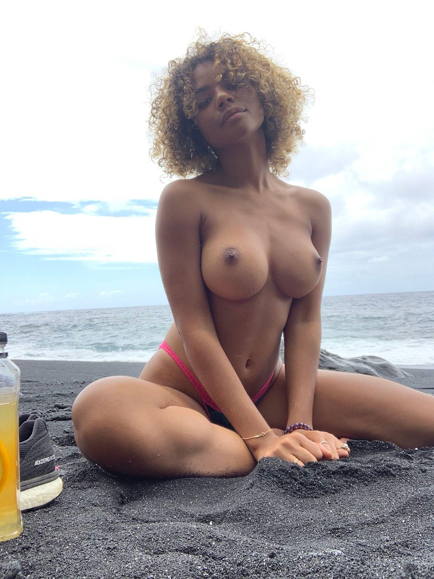 Helayna Marie Porn photo 1
