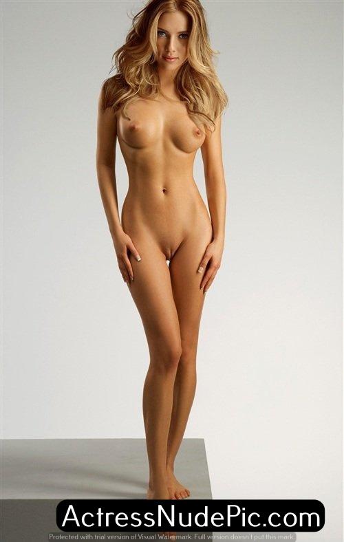 Scarlett Topless photo 17
