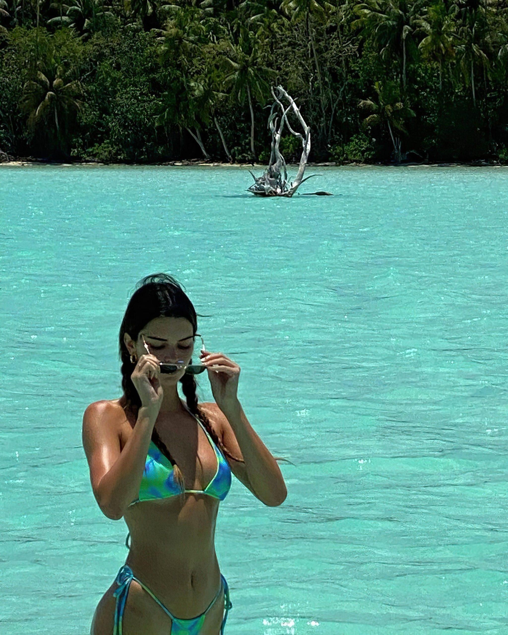 Kendall Jenner Nude Beach Run photo 8