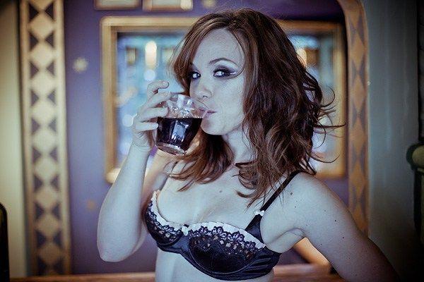 Amanda Fuller Hot Pics photo 3