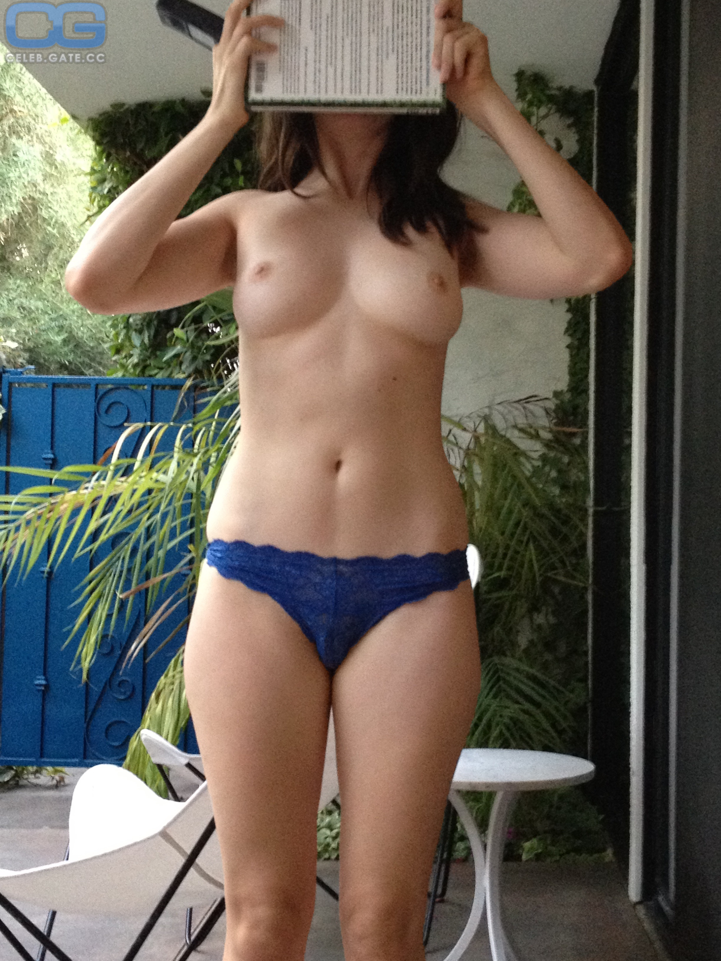 Alison Brie Leaked photo 11
