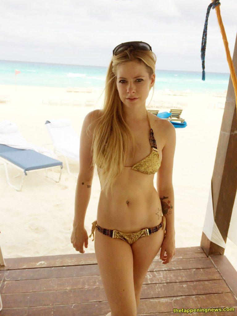 Avril Lavigne Leaked Pics photo 3
