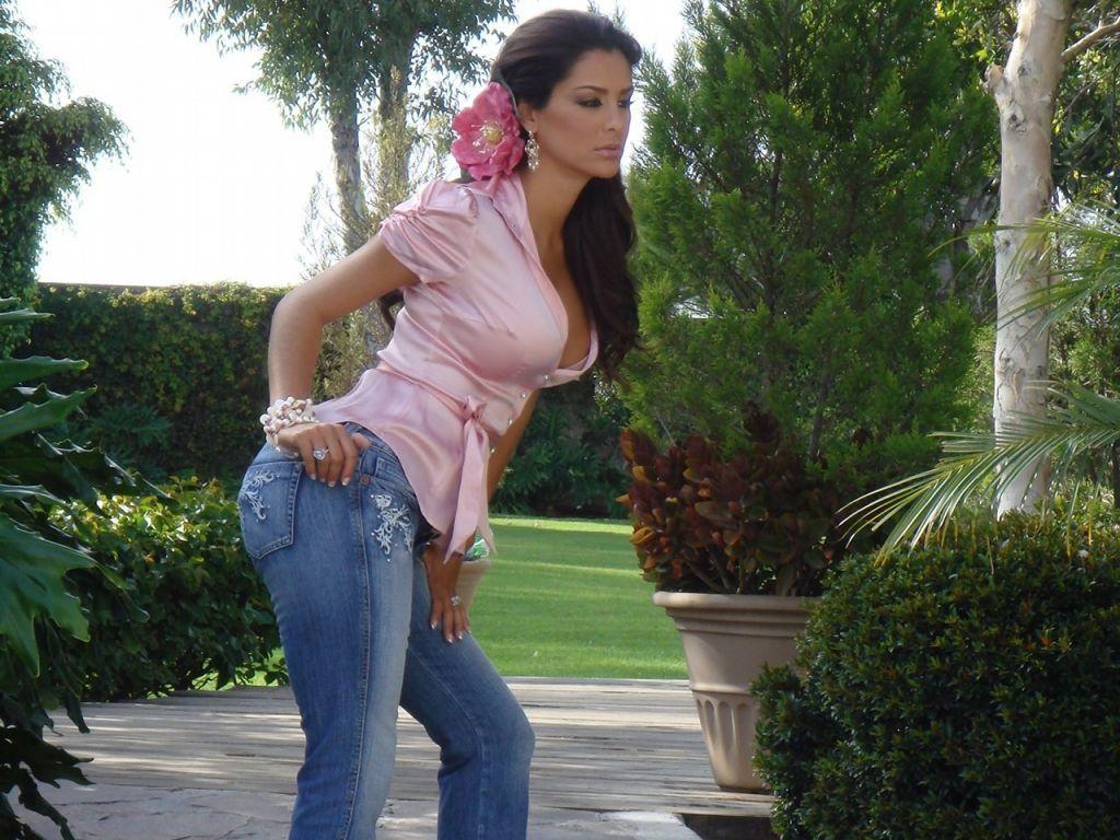Ninel Conde Hot photo 11