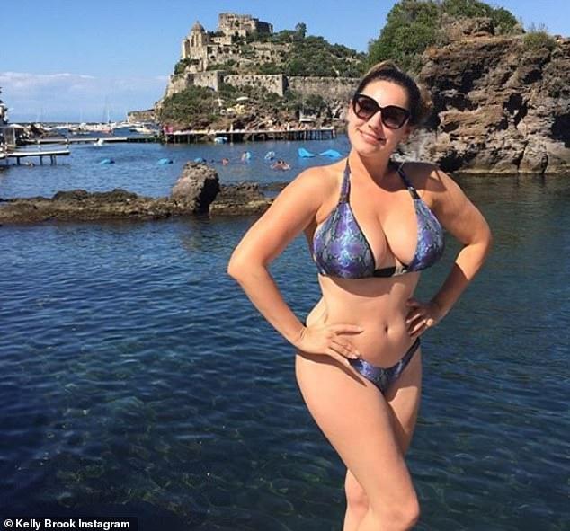 Kelly Brook Breasts photo 5