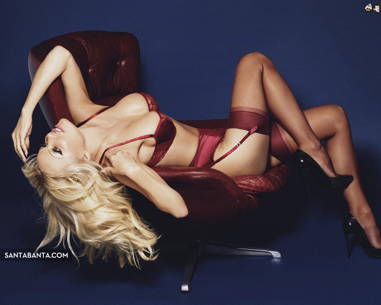 Pamela Anderson Sexy Photos photo 3