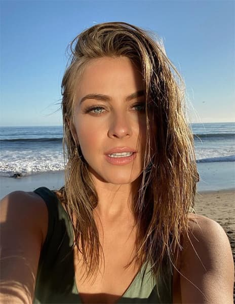 Beach Julianne Hough photo 13