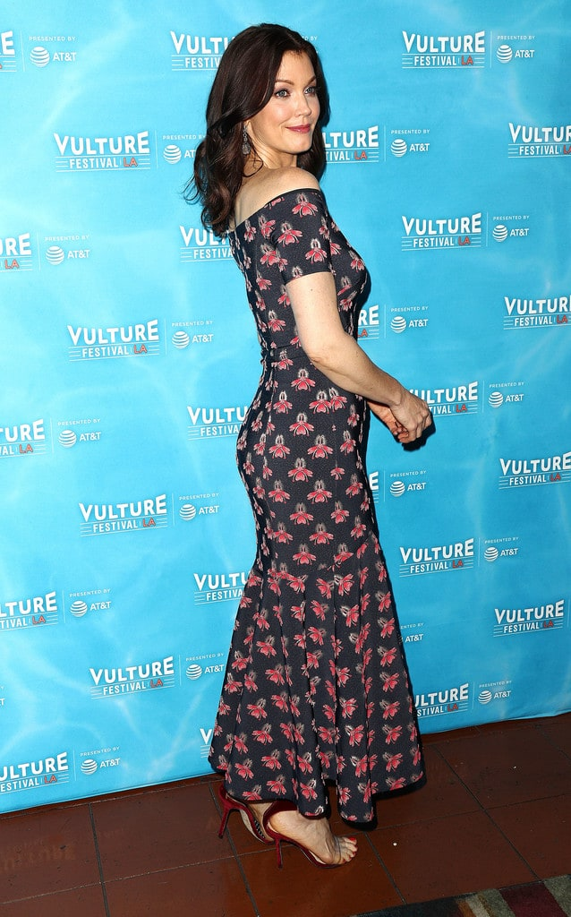 Bellamy Young Sexy photo 11