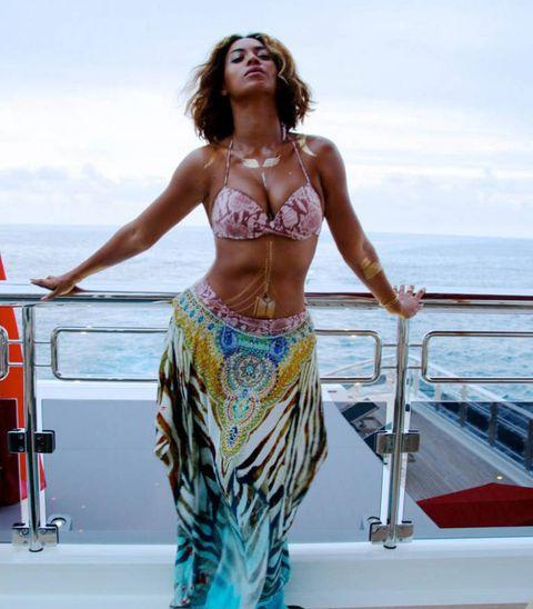 Beyonce Bikini Photos photo 25