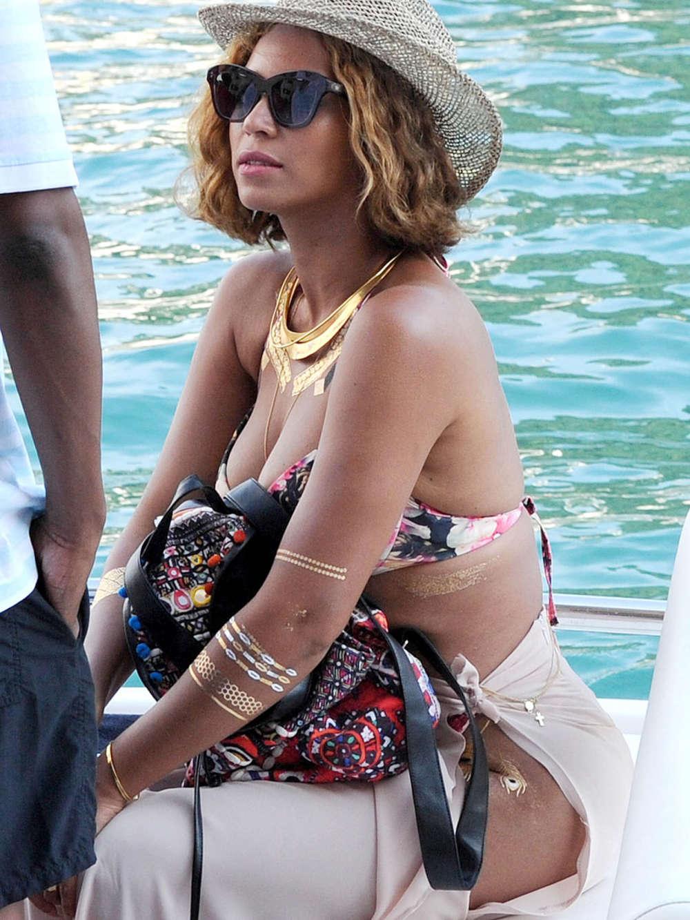 Beyonce Bikini Photos photo 13