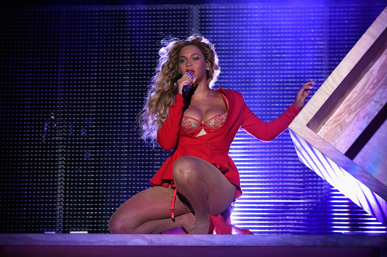 Beyonce Side Boob photo 15