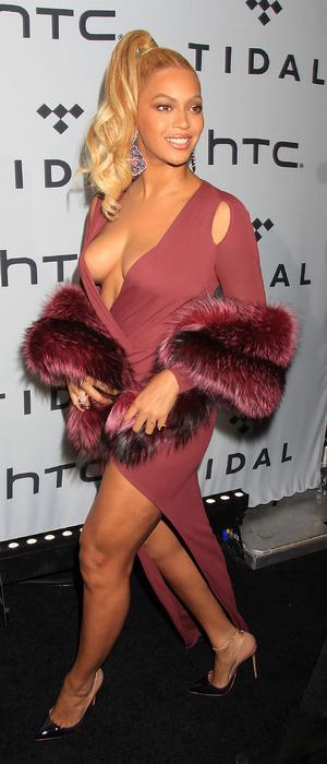 Beyonce Side Boob photo 25