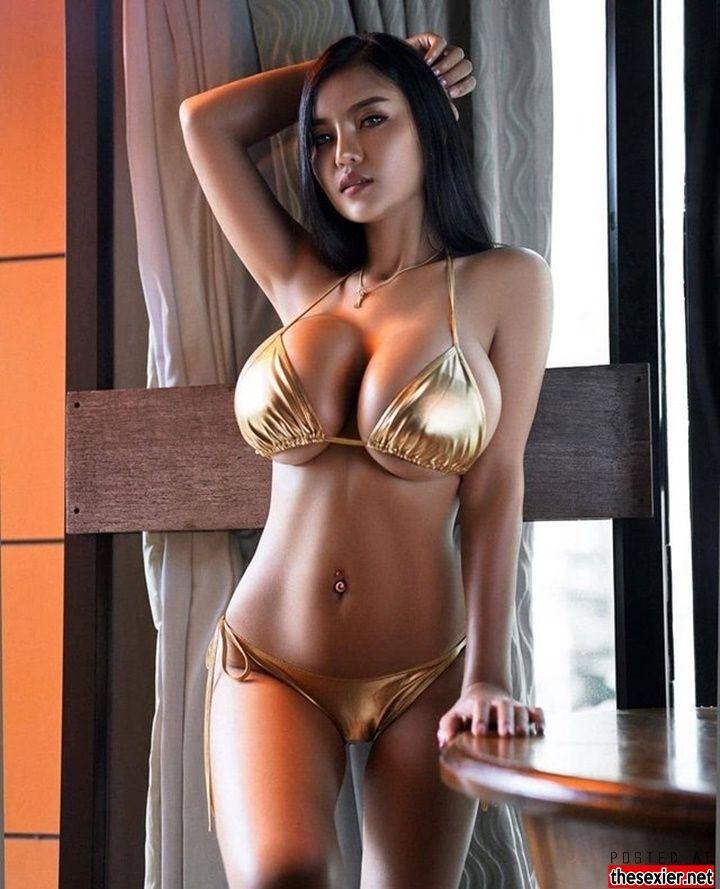 Busty Chinese Woman photo 23