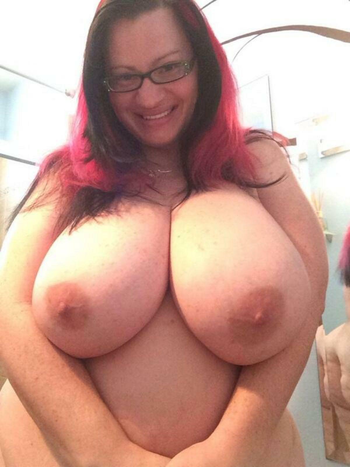 Huge Tits Reddit photo 23