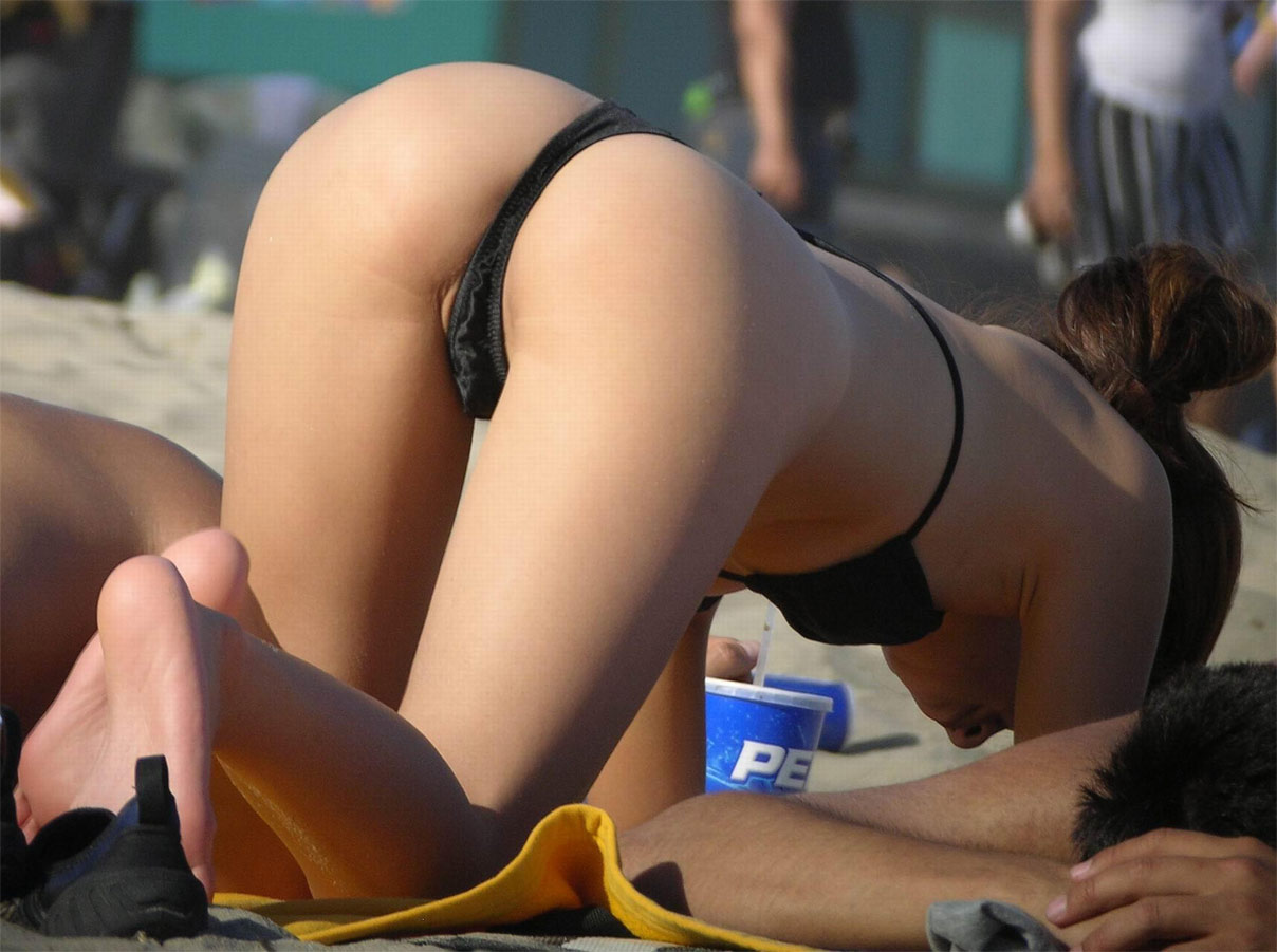 Candid Beach Butts photo 5