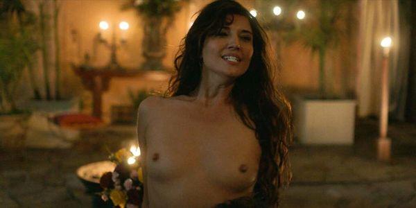 Linda Cardellini Nude photo 20