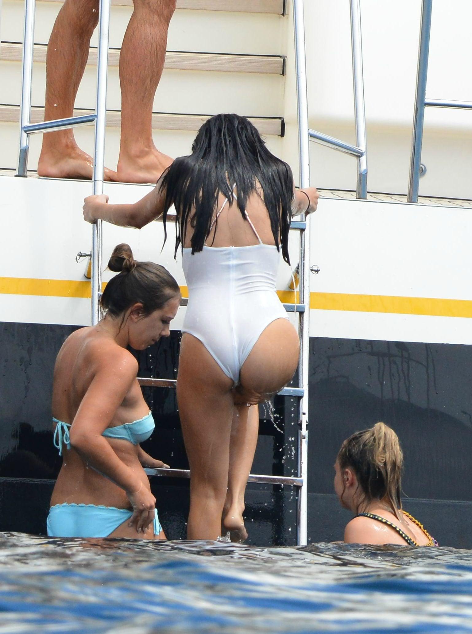 Selena Gomez Butt Picture photo 18