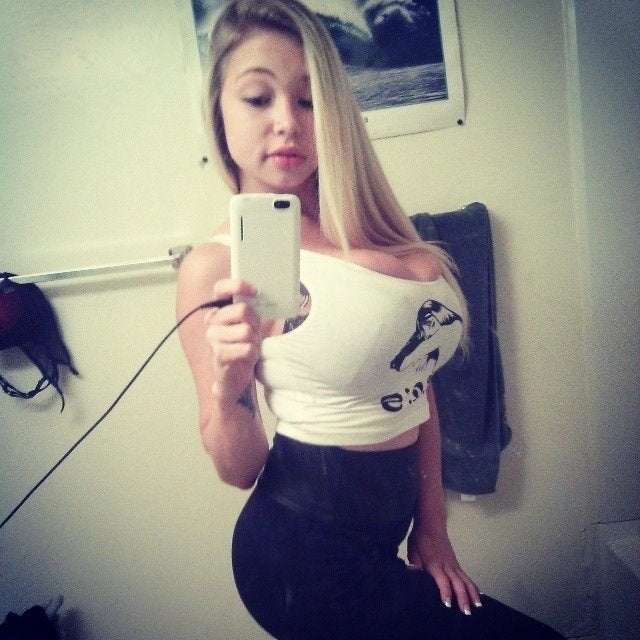 Huge Tits Reddit photo 17
