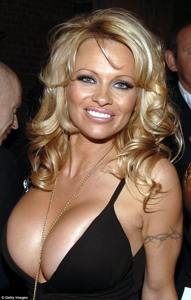 Pamela Anderson Gets Fuck photo 15