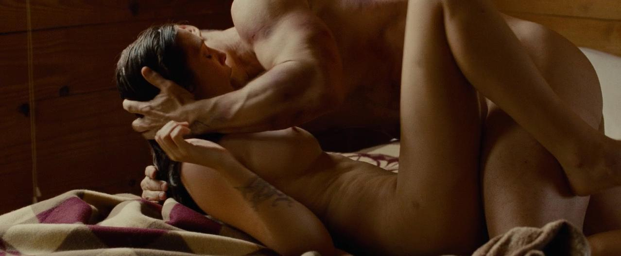 Elizabeth Olsen Nude Scenes photo 9