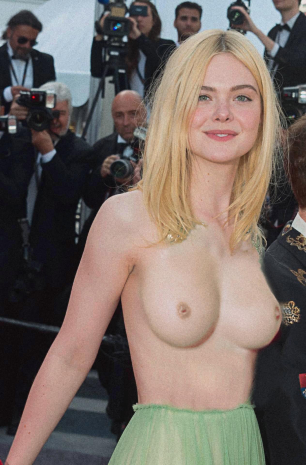 Elle Topless photo 22