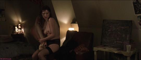 Emily Mortimer Topless photo 9