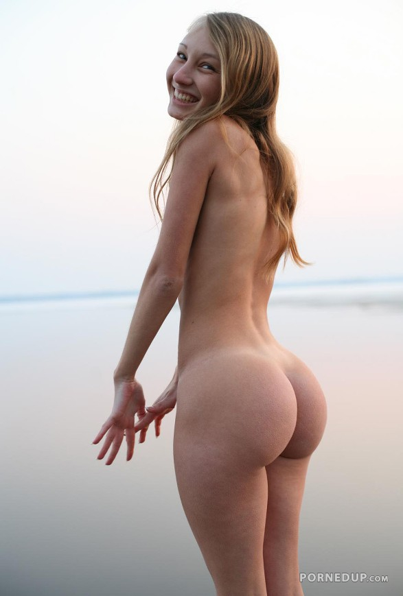 Perfect Teen Asses Nude photo 20