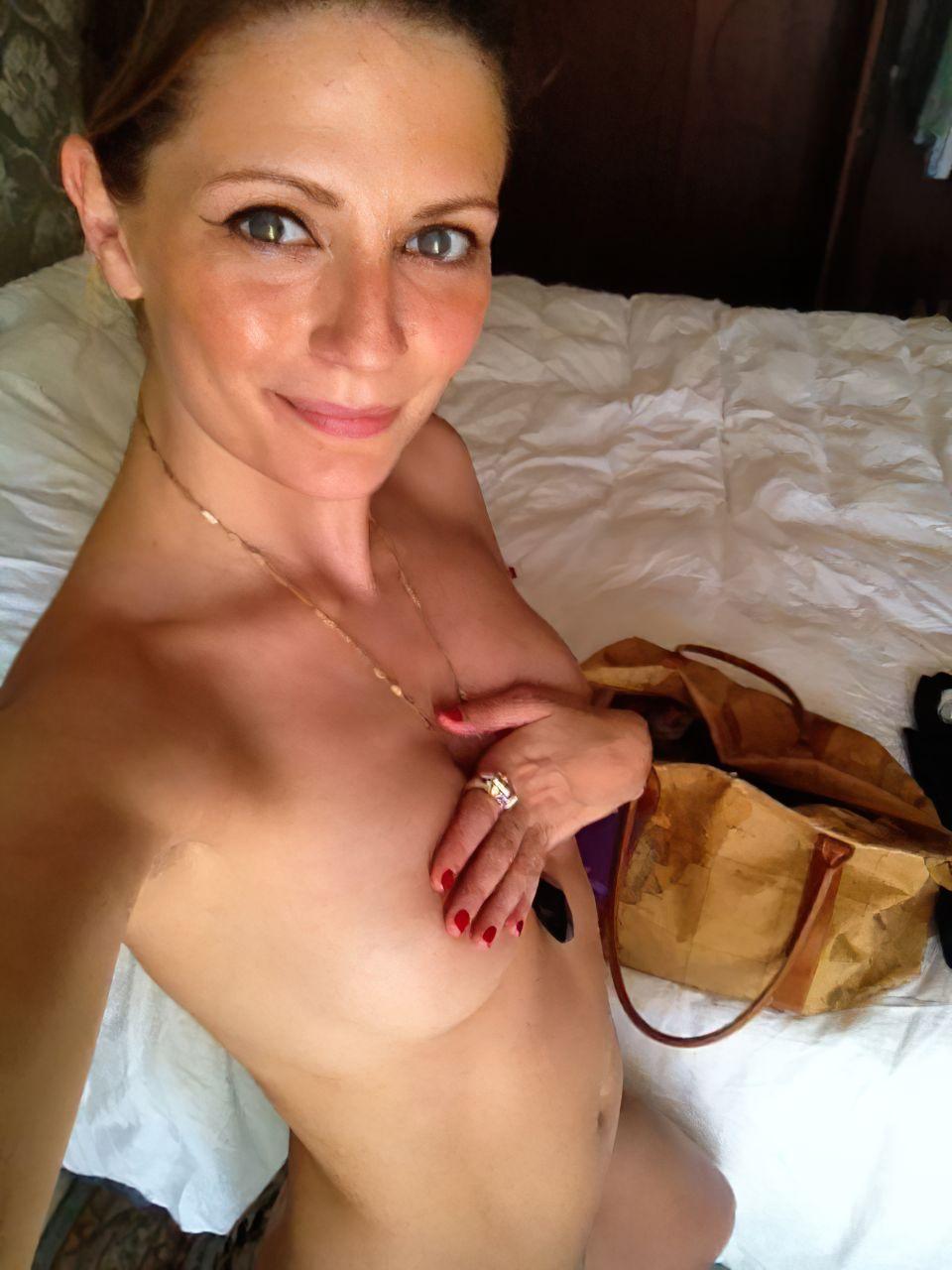 Mischa Barton Nipples photo 28