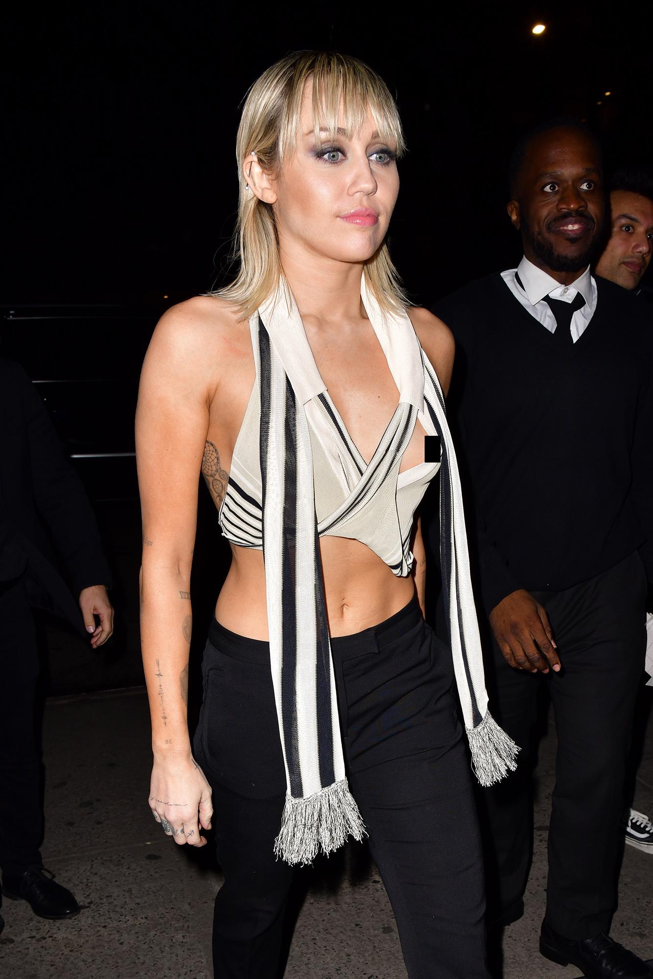 Miley Cyrus Nip Slip Video photo 20