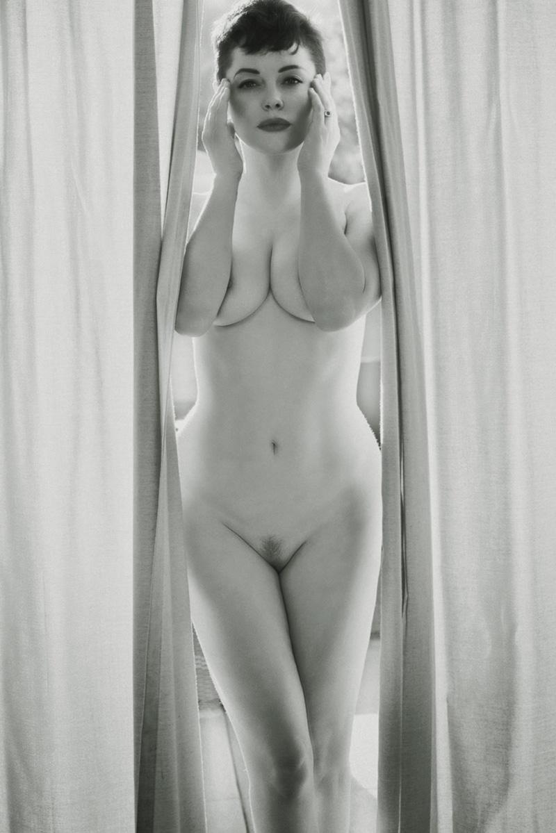 Rose Mcgowan Nipples photo 17