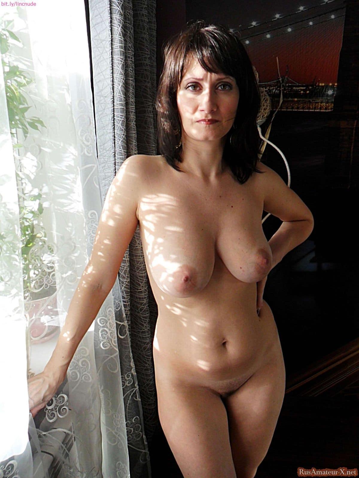 Linda Cardellini Nude photo 27