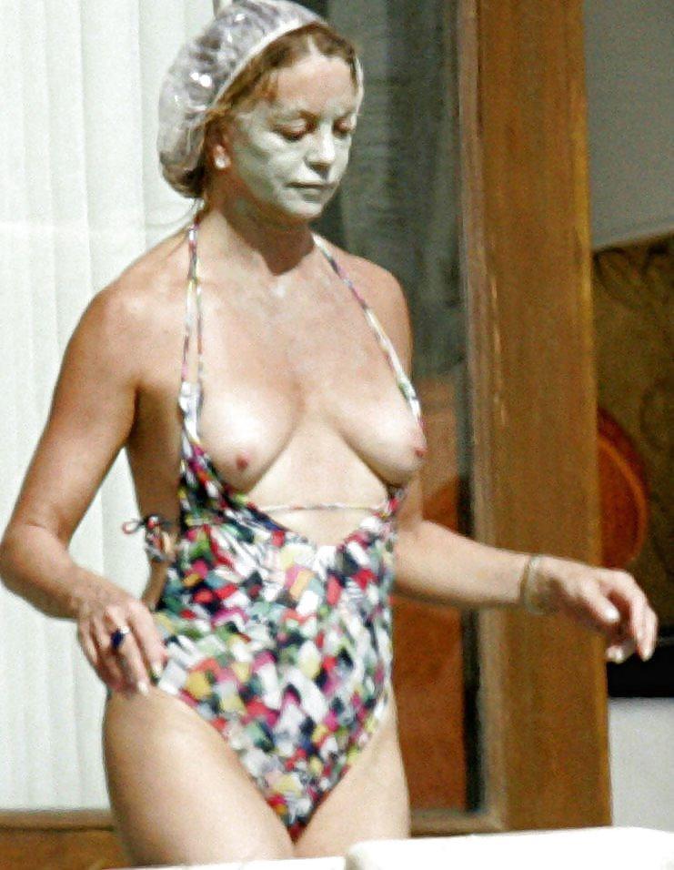 Goldie Hawn Nipples photo 27