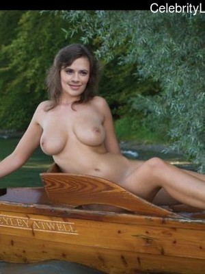 Haley Atwell Topless photo 4