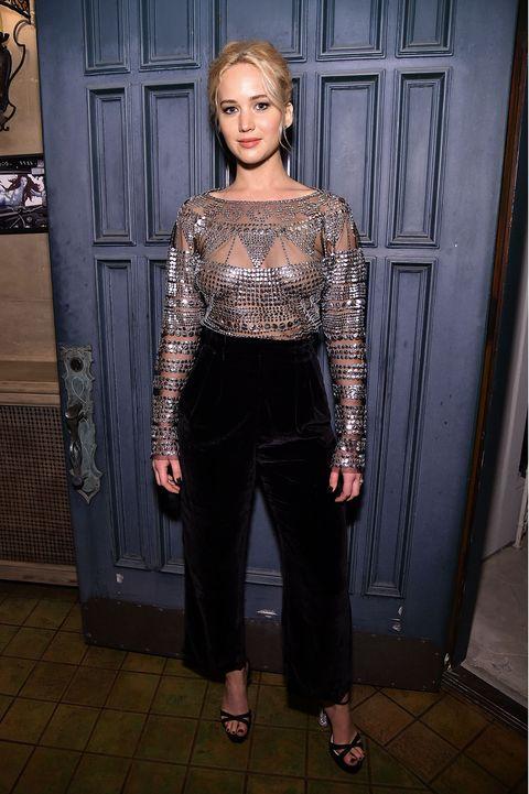Jennifer Lawrence No Bra photo 13