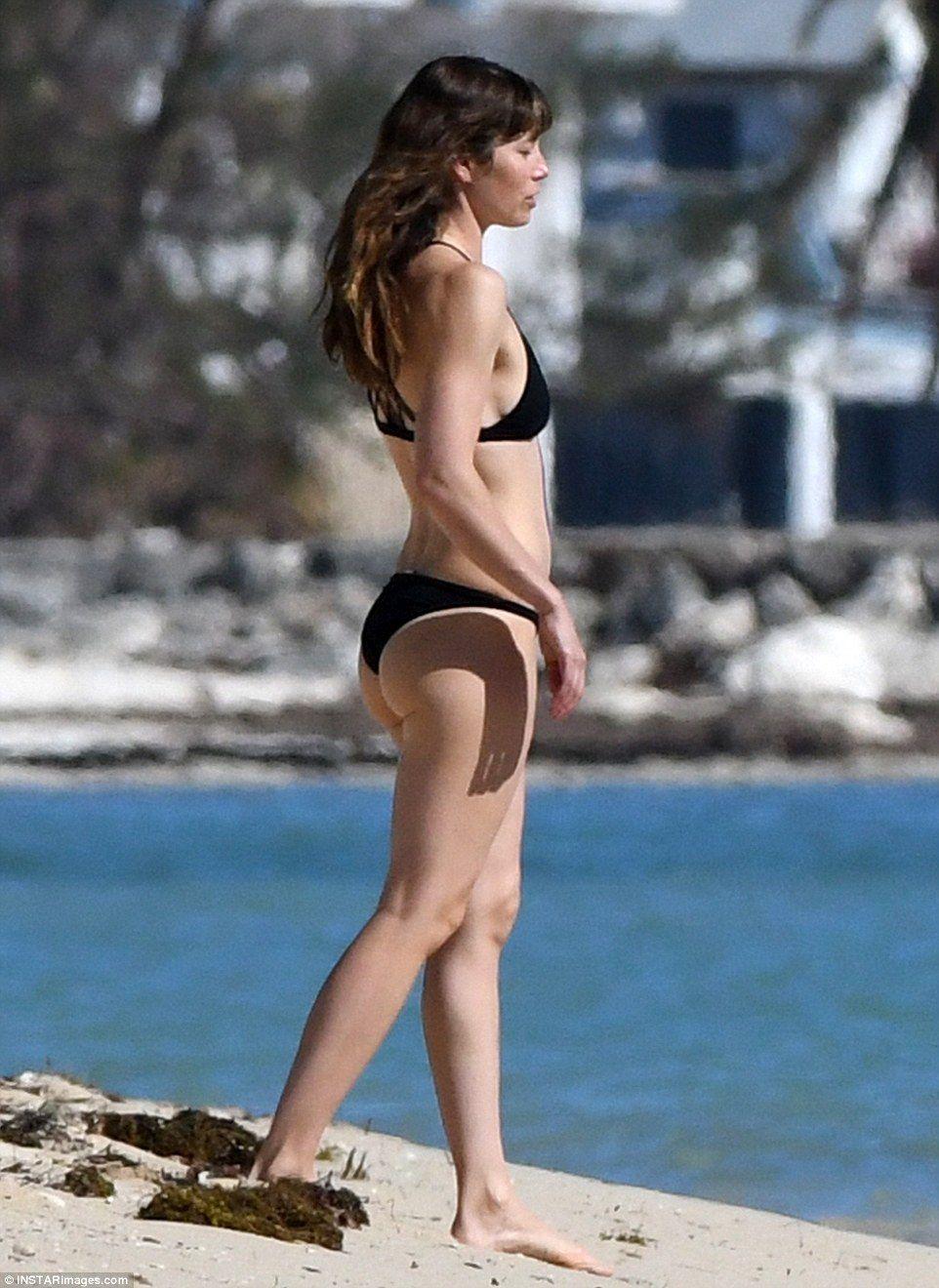 Jessica Biel En Bikini photo 24