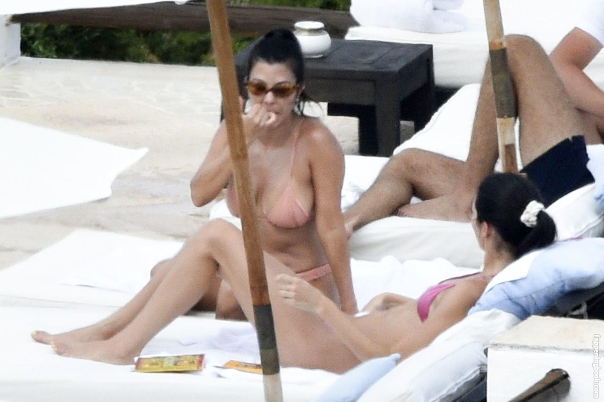 Kardashians Naked Uncensored photo 21