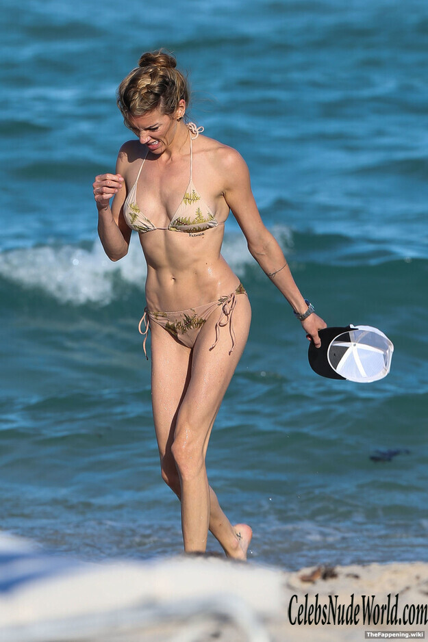 Katie Cassidy Topless photo 20