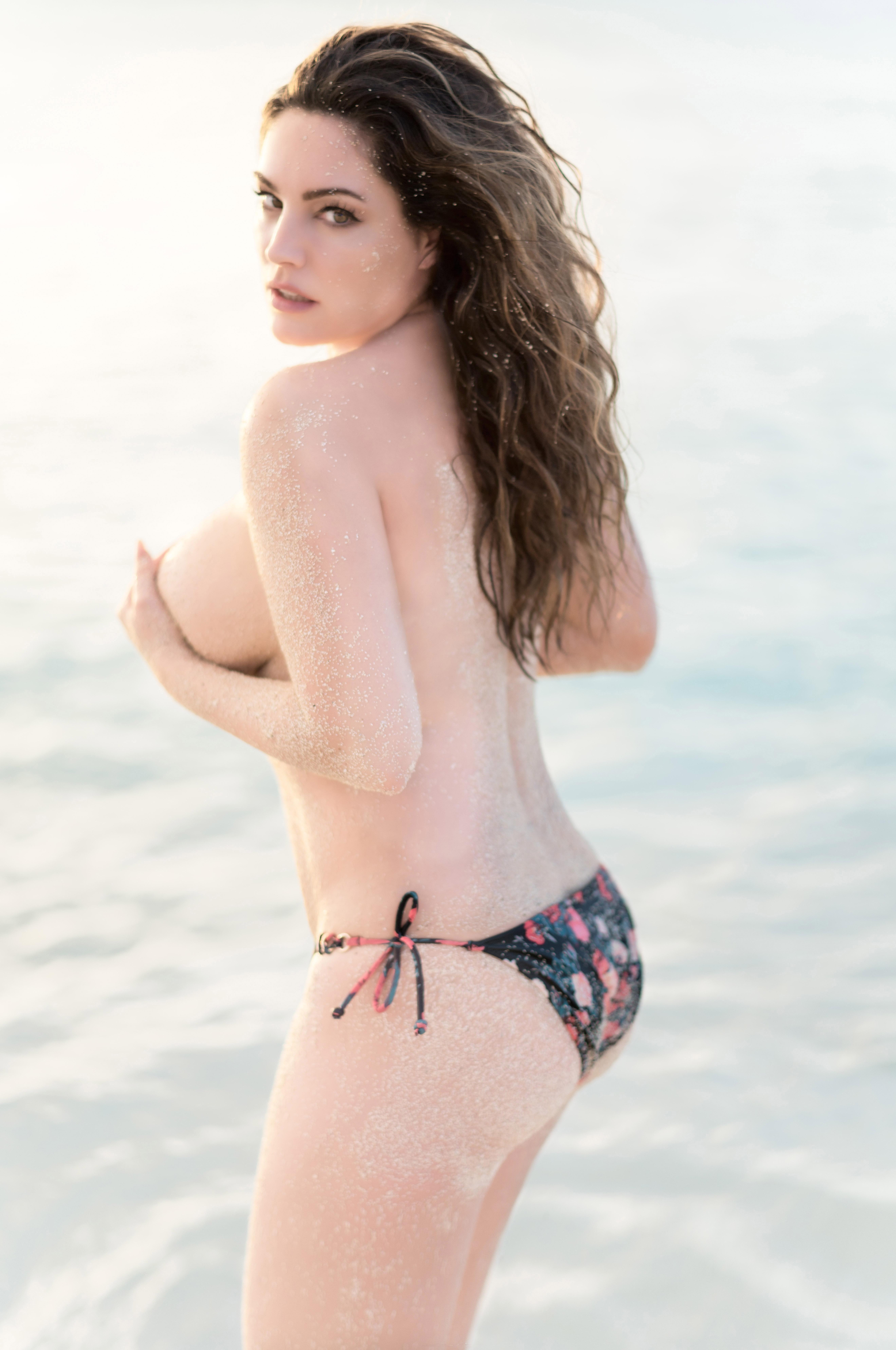 Kelly Brooks Topless photo 20