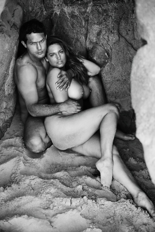 Kelly Brooks Topless photo 18