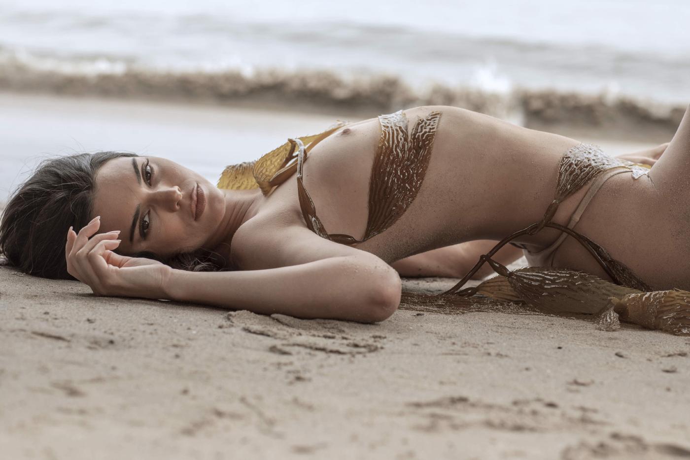 Kendall Jenner Nude Beach Run photo 2