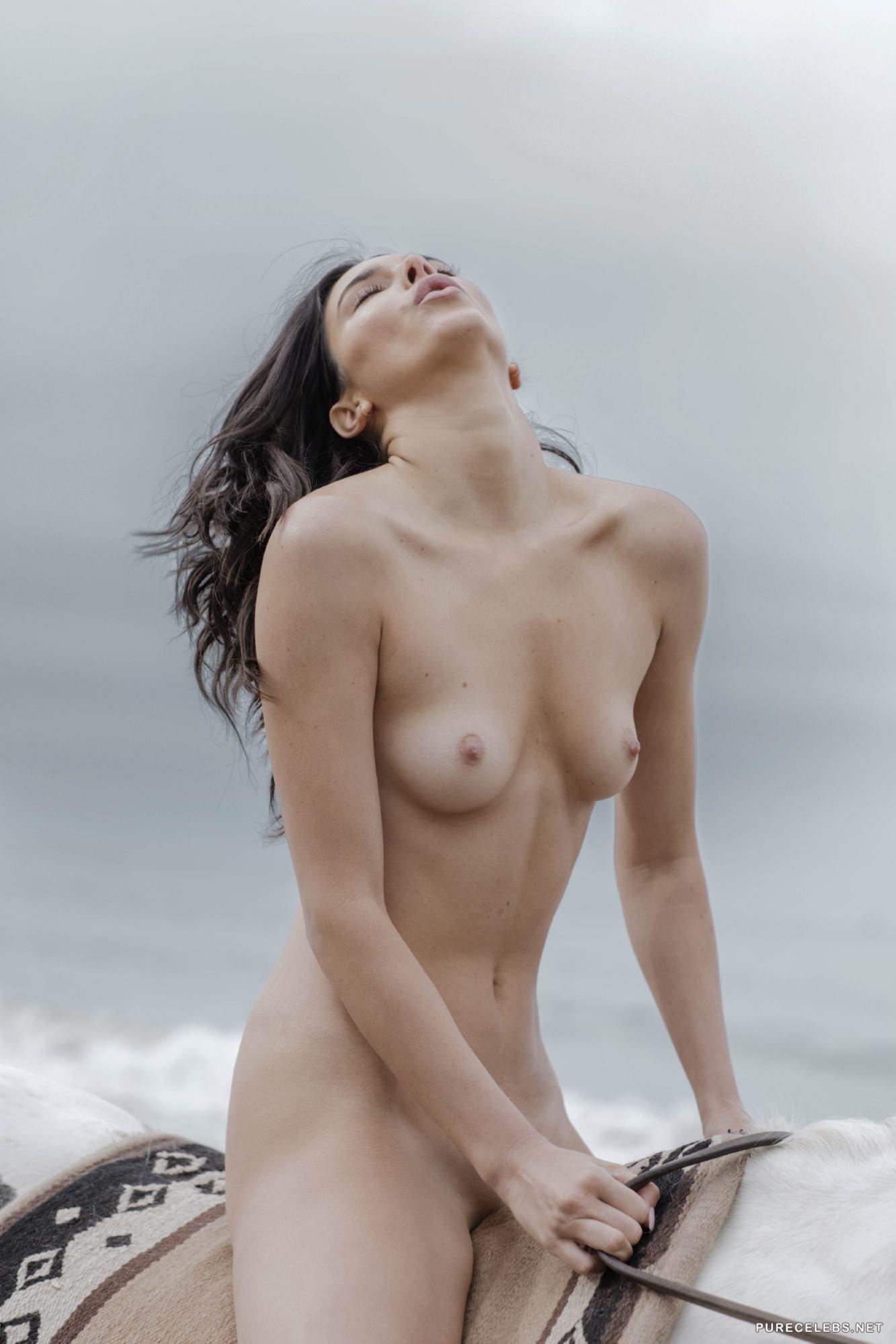 Kendall Jenner Nude Beach Run photo 20